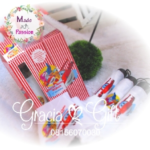 HAMPERS DAN SOUVENIR BANDUNG  Kami Gracia Gift Bandung menyediakan berbagai macam hampers untuk berbagai keperluan seperti souvenir ulang tahun, souveniKr manyue, baby shower souvenir, souvenir pernikahan bandung dll