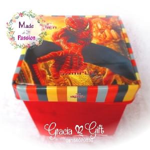 HAMPERS | MANYUE | SOUVENIR AQIQAH | SOUVENIR WEDDING BANDUNG | HAMPERS MANYUE BANDUNG | GOODIE BAG ULANG TAHUN BANDUNGSOUVENIR PERNIKAHAN BANDUNG | Spiderrman box Kami Gracia Gift Bandung menyediakan berbagai macam hampers untuk berbagai keperluan seperti souvenir ulang tahun, souveniKr manyue, baby shower souvenir, souvenir pernikahan bandung dll